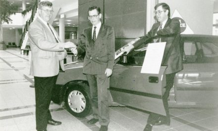 Nostalgic with Newsgroup; Presentation of Opel Astra Car 1995