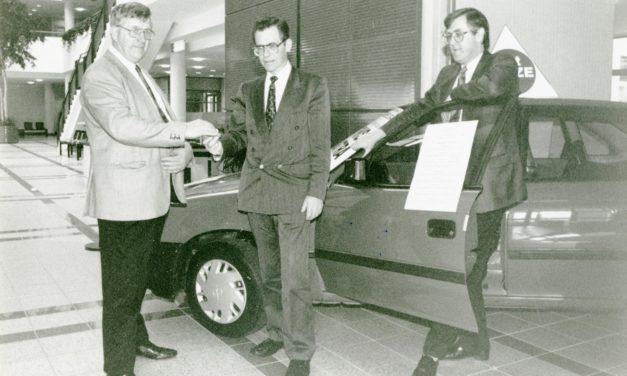 Nostalgic with Newsgroup; Presentation of Opel Astra Car 1995
